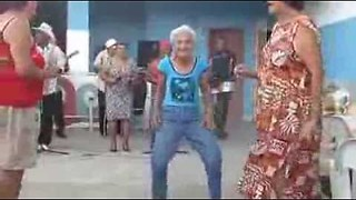 Salsa granny shows us her moves! - Video