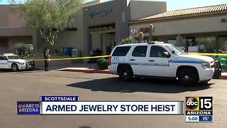 Two armed suspects rob jewelry store in Scottsdale - Video