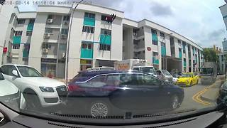 Hilarious moment driver is caught in failed reverse parking attempts - Video