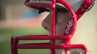 Ohio teen with prosthetic leg defies odds on the football field - Video