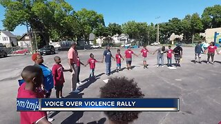 Milwaukee students promote peace over violence