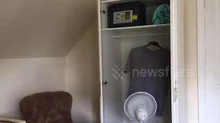 Life hack: how to dry clothes from your hotel room - Video
