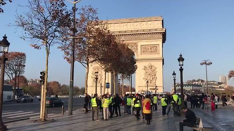 Protesters Shut Down Roads in Central Paris Amid Nationwide Tax Protests