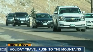 Holiday travel rush to the mountains - Video