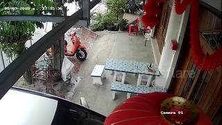 Out-of-control truck crashes into a house in Thailand - Video