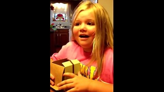 Girl's priceless reaction to baby sister news - Video