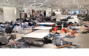 Protesters Damage H&M Stores in South Africa Following Accusations of Racism - Video