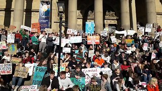 Yorkshire School Students Chant 'We Won't Let Our Planet Die' During Climate Protest - Video