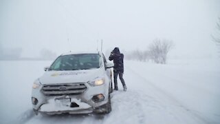 Snow squalls create white-out conditions in Ontario