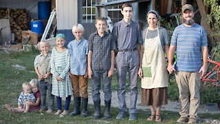 Family Of 9 Live Off Grid To 'Reject Society'   MY EXTRAORDINARY FAMILY