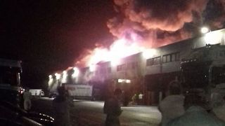 Firefighters Tackle Large Blaze at a Glasgow Warehouse - Video