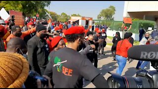 WATCH: EFF in silent protest outside USA embassy in support of Black Lives Matter (jQd)