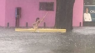 Kayaker Navigates Flooded New Orleans Streets - Video
