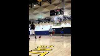 Man Earns World-Record by Shooting 26 3-pointers in One Minute - Video