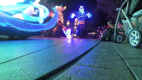 "Disneyland's new ""Paint the Night"" parade 4K time lapse"