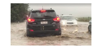 Flooding Closes Roads Around New Zealand - Video