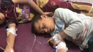 Hundreds Suffer Food Poisoning at IDP Camp Near Mosul - Video