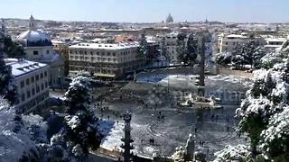 Rare snowfall blankets Rome - and Vatican - in beautiful white - Video