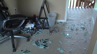 IKEA glass table shatters spontaneously - Video