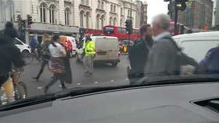 Tow Truck Trips Up Commuters in London - Video