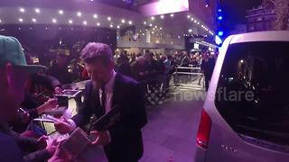 Andy Serkis rescues Gollum figure, signs autographs at London Film Festival - Video