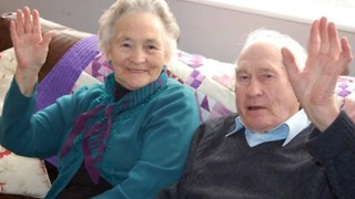 Couple Dies 4 Minutes Apart After 70 Years of Marriage - Video