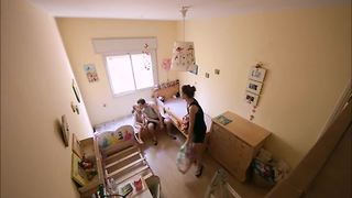 Time lapse shows incredible bedroom transformation - Video