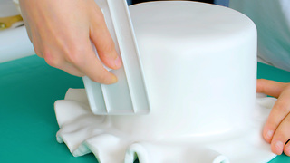 How to cover a cake in fondant icing - Video