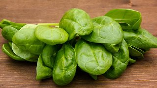 Why Leafy Greens Are So Often Responsible For Foodborne Illness