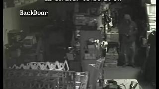 Guns, ammo stolen from Phoenix gun store - Video