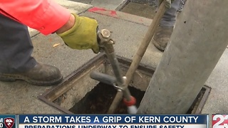 A storm takes grip of Kern County - Video