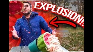 Vlogger Splits Watermelon With Dozens of Rubber Bands