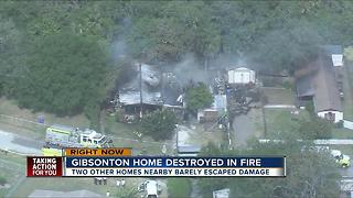 Fully involved mobile home fire in Gibsonton - Video