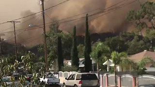 La Tuna Wildfire Threatens Burbank Homes - Video