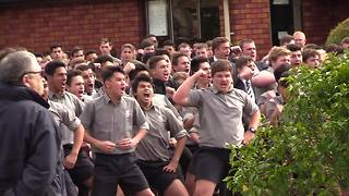 New Zealand boys high school give fierce haka display - Video