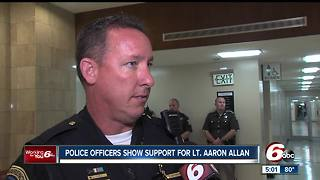 Police officers show support for Lt. Aaron Allan - Video