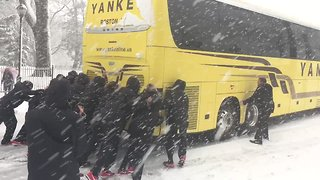 Women's Basketball Team Push Their Bus Out of Snow in Philadelphia During Nor'Easter - Video