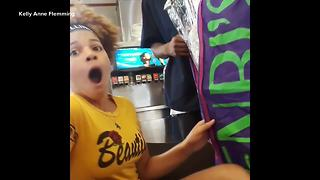 Dad surprises daughter with dress - Video