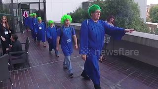 Cosplayers stage hilarious Lemmings game reenactment in UK - Video