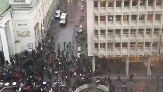 Rioters clash with police in central Brussels - Video