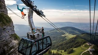 Slackliners Perform Amazing Handstands Between Cable Cars - Video