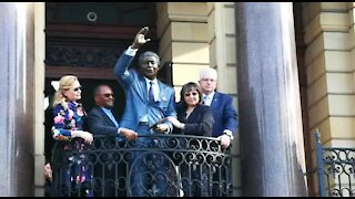 UPDATE 1 - Nelson Mandela statue unveiled in Cape Town (7K3)