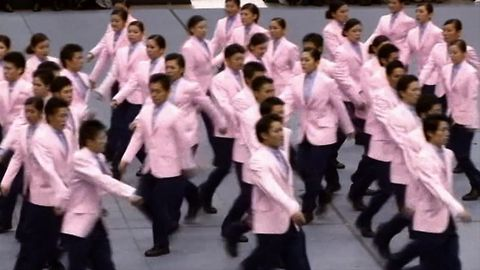 Crazy Japanese Synchronized Walking
