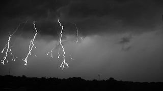 Lightning storm recorded at 7,000 frames per second - Video