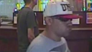 Las Vegas police seek attempted bank robbery suspect - Video