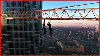 Daredevils Fearlessly Hanging From a Crane in Moscow - Video
