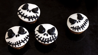 Jack Skellington Halloween cupcake toppers tutorial - Video