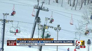 Large crowds at Perfect North slopes - Video