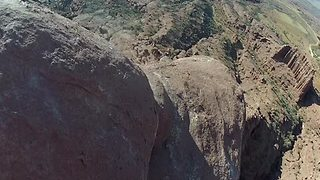 Terrifying climb up 300 foot sandstone tower in Utah - Video