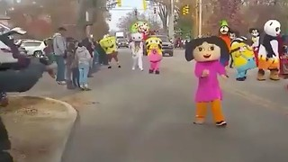Is This the Most Enthusiastic Christmas Parade Commentary Ever? - Video